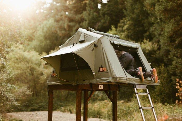Палатки разных размеров.