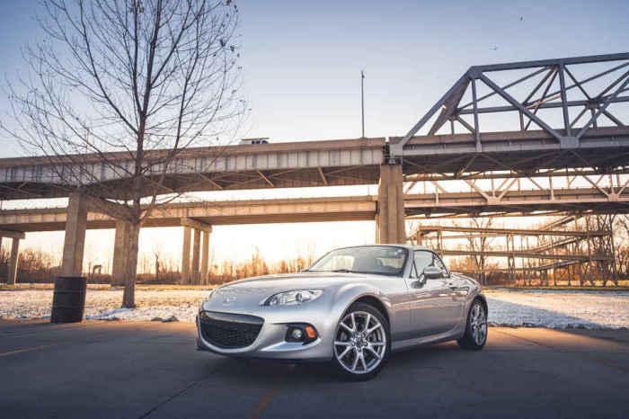 Mazda MX-5/Miata/Roadster.