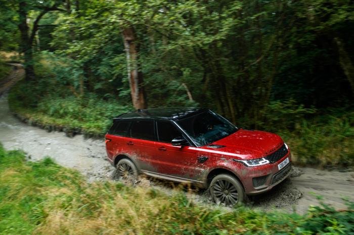 Действительно огромный Range Rover Sport.