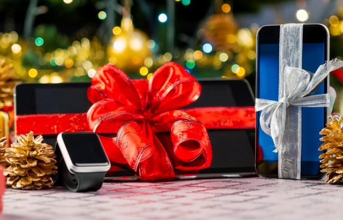 Подари смартфоны своим близким.