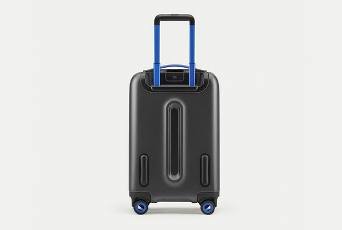 ������� BLUESMART CARRY-ON SUITCASE.