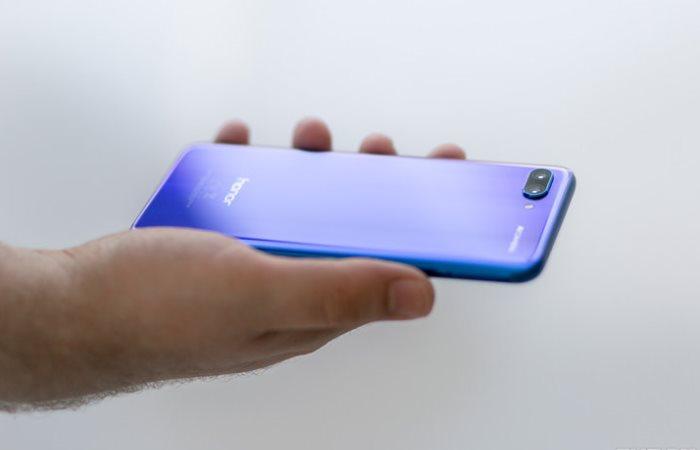 Флагманский смартфон Honor 10.