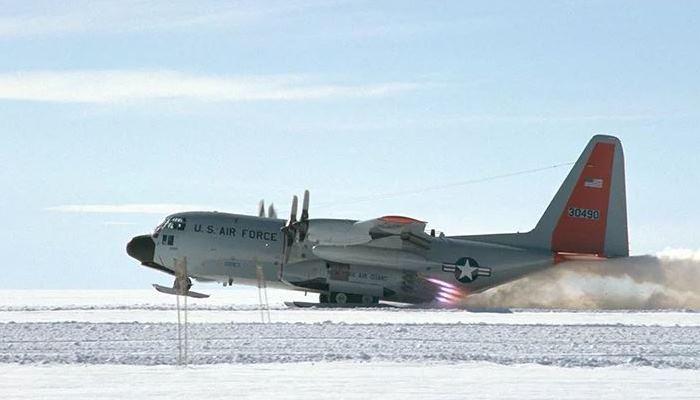 Всякий самолет хочет быть снегоходом.
