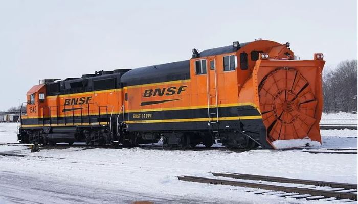 Поезд победитель снега.