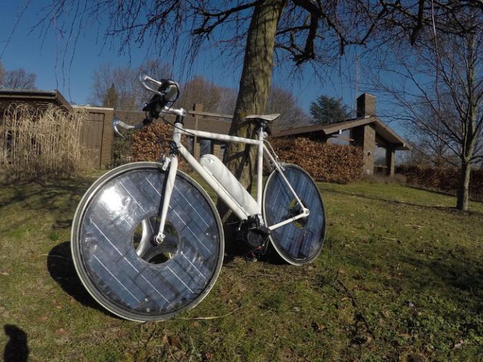 Солнечный электровелосипед - идеальное решение в хорошую погоду.