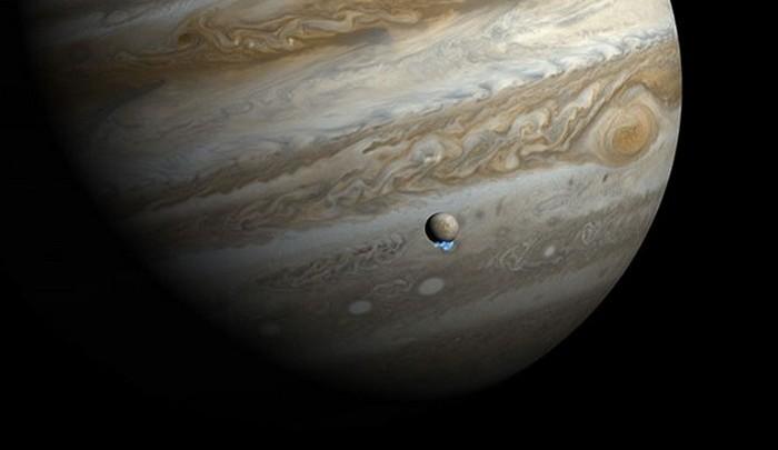 У Юпитера 67 спутников.