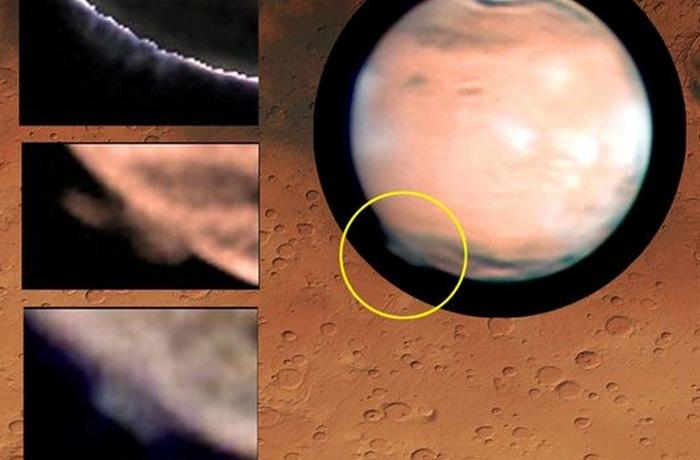 Таинственное облако над Марсом.