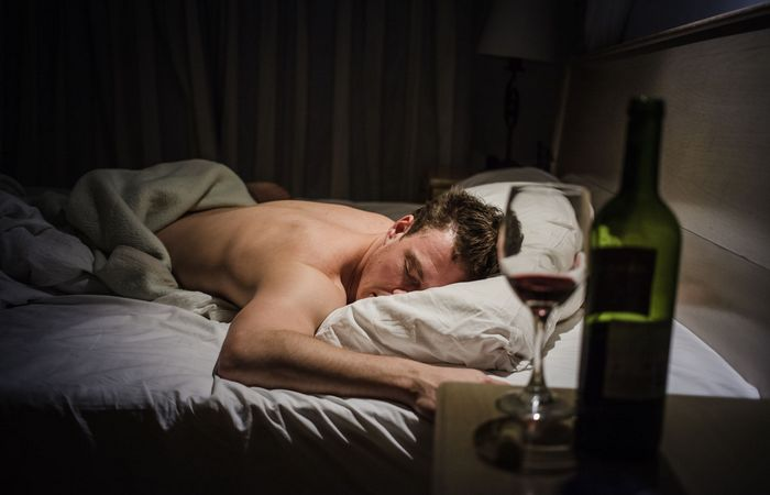 Алкоголь - сну не помощник.