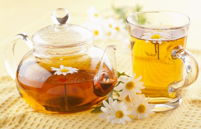 Чай с ромашкой поможет заснуть.