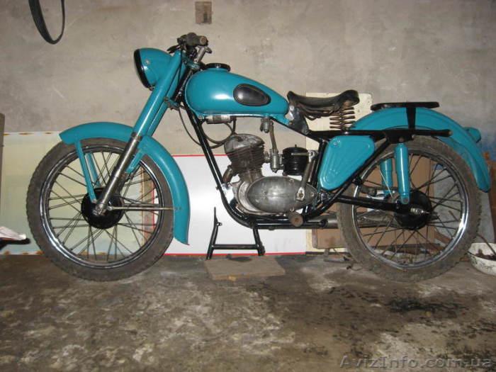 Один из самых старых мотоциклов.
