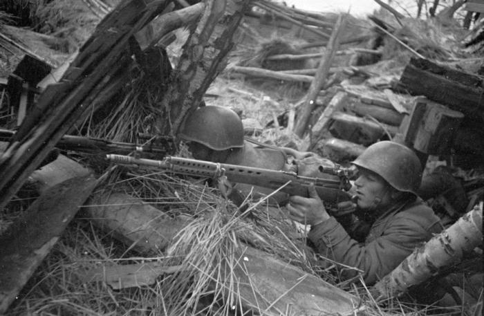 Советский снайпер.