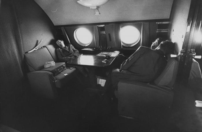 Салон первого класса Ту-104 походил на купе вагона.
