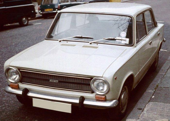 Автомобиль Fiat 124.