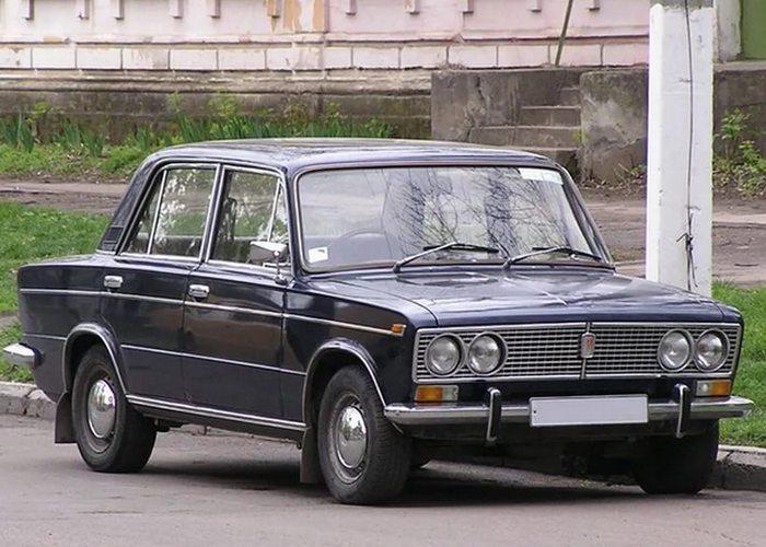 Автомобиль ВАЗ 2103.