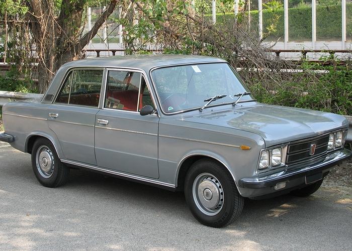Автомобиль Fiat 125.