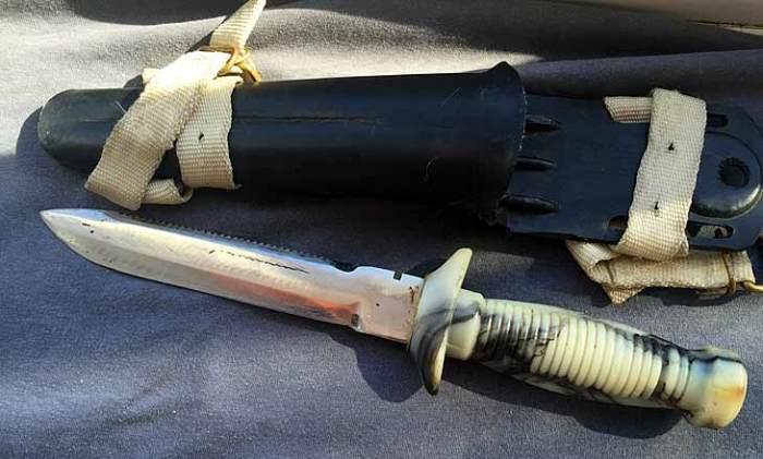 Один из водолазных ножей.