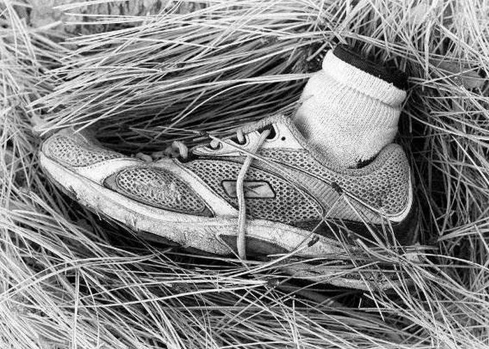 Жуткое захоронение: отрубленные человеческие ноги.