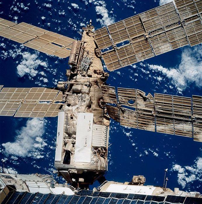 Поврежденный модуль, STS086