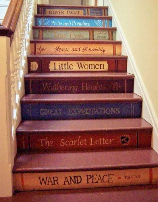 Арт-объект «Лестница корешков любимых книг».
