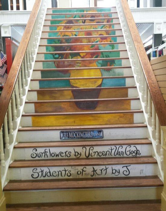 Арт-объект «Лестница в универмаге Белмонта».