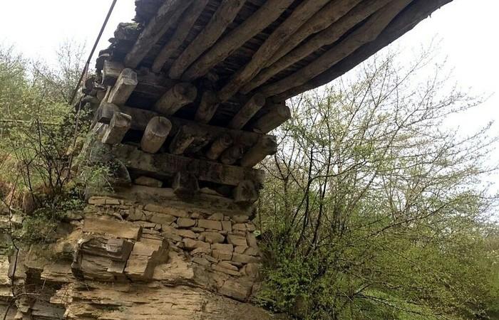 Мост возведен без единого гвоздя.  Фото: porosenka.net.