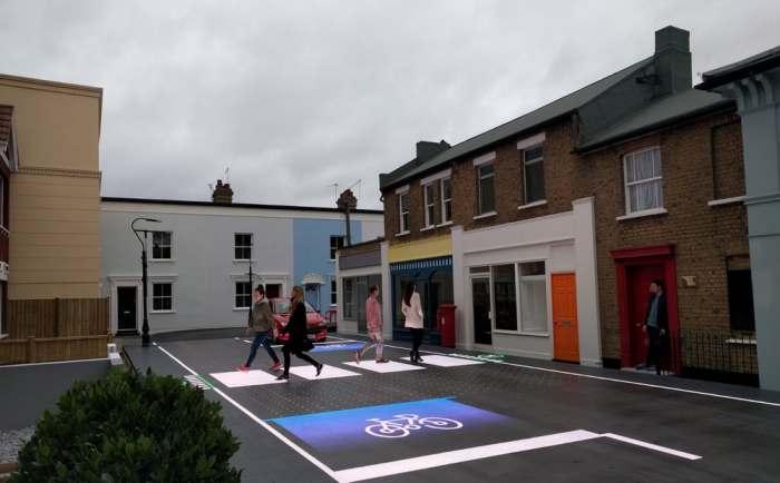 Динамическая разметка для дороги создана в Великобритании.