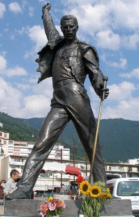 Статуя Фредди Меркьюри.