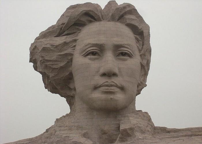 Статуя Председатель Мао.