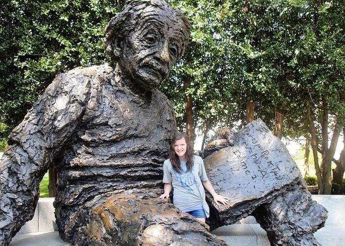 Статуя Альберт Эйнштейн.