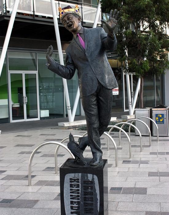 Статуя Грэм Кеннеди.