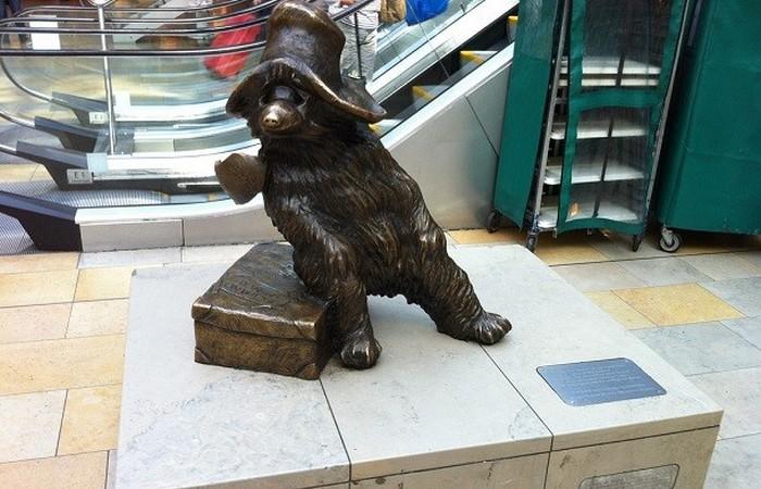 Статуя Медвежонок Паддингтон.
