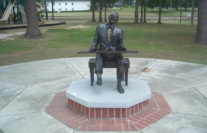 Статуя Рэй Чарльз.