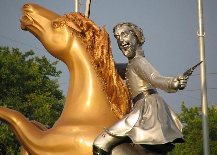 Статуя Натан Бедфорд Форрест.