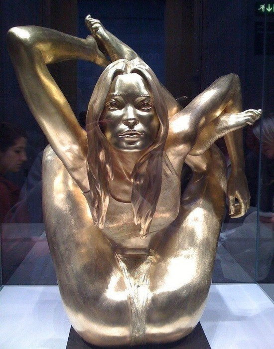 Статуя Кейт Мосс.