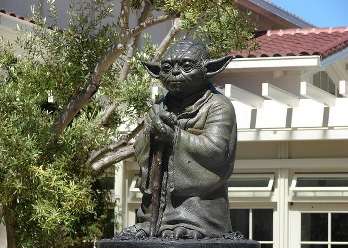 Статуя Йода.