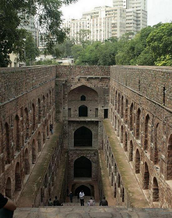 Колодцы также служили в качестве индуистских храмов.