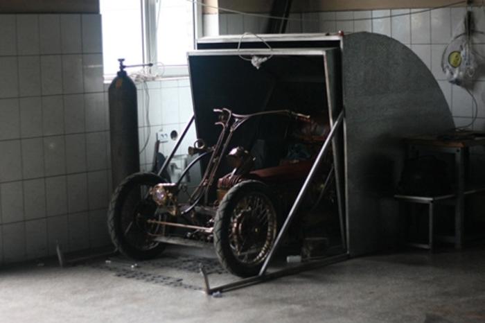 Мини-гараж для супербайка.