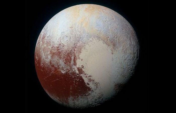 Люди ближе познакомились с Плутоном.