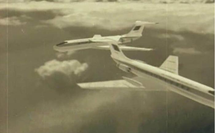 Два самолета столкнулись в небе.