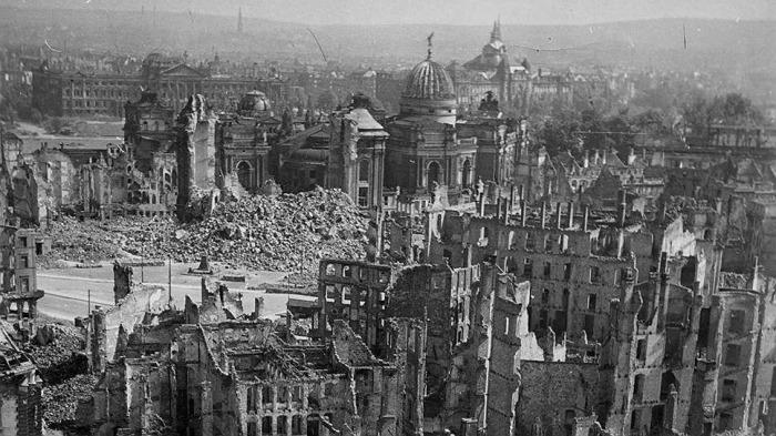Союзники бомбили города не хуже нацистов. |Фото: russian7.ru.