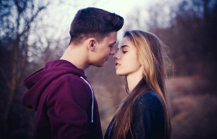 Самый длительный поцелуй.