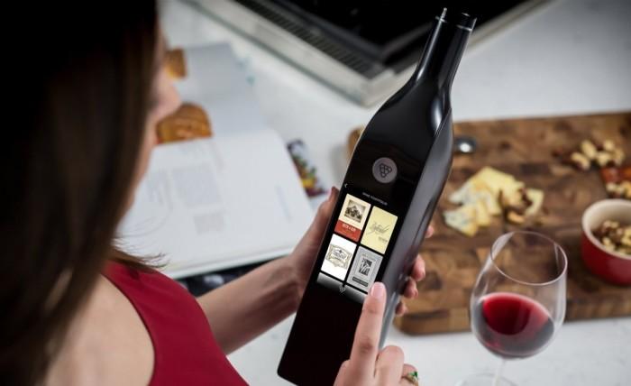 Бутылка-рассказчик Kuvee Bottle для распития вина.