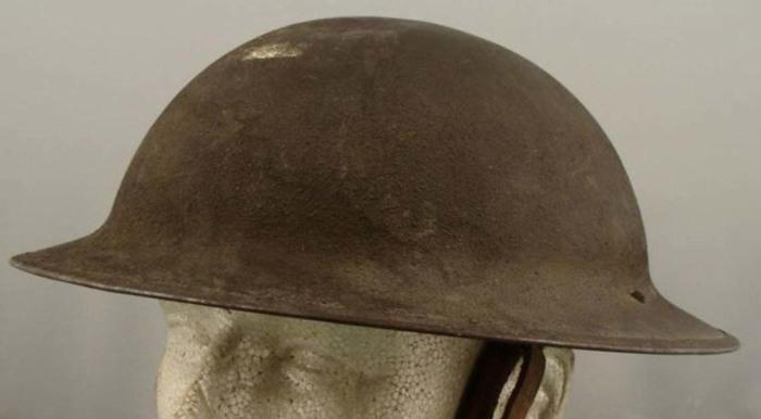Правда вне окопа такой шлем почти бесполезен. |Фото: alexanderandsonsrestorations.com.