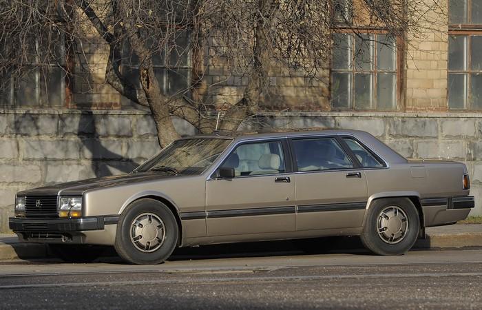 Автомобиль ЗИЛ-4102.