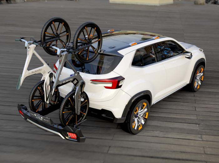 Subaru с интегрированным багажником для перевозки велосипедов.