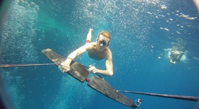 Полёт под водой.