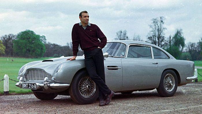 Aston Martin DB5 Джеймса Бонда.