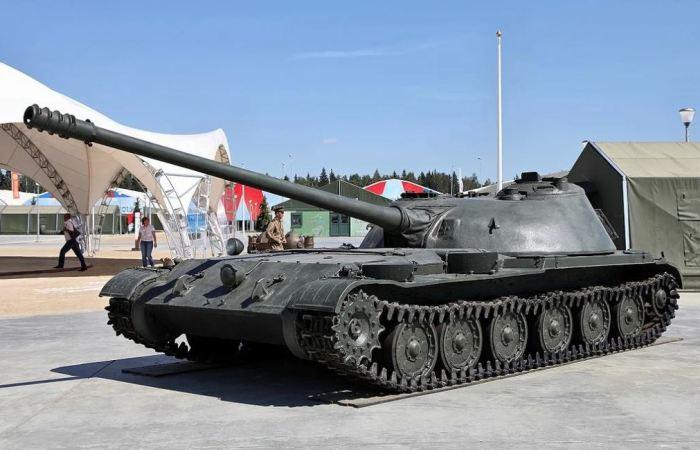 Опыта у СССР в таких танках и САУ не было. |Фото: yandex.ru.