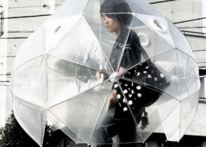 Неожиданно: гигантский зонт.