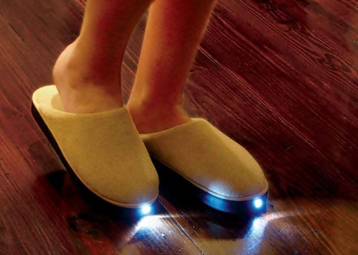 Неожиданно: тапочки с подсветкой.